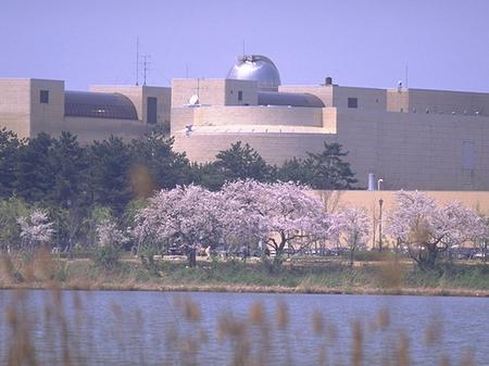 鳥屋野潟対岸から見た県立自然科学館